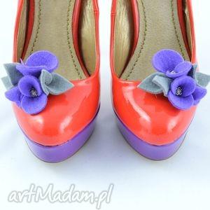 ozdoby do butów klipsy butów- filcowe przypinki- fiolet z szarym, klipsy