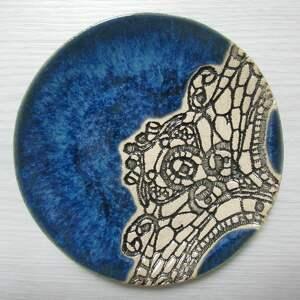 malutki talerzyk z koronką w granacie, fusetka, ceramiczna, ceramiczny