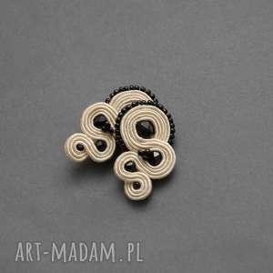 kremowo-czarne kolczyki sutasz, sznurek, eleganckie, małe, wieczorowe, ecru