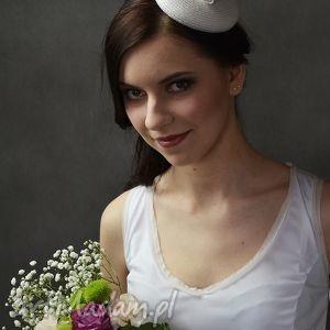 świąteczny prezent, ozdoby do włosów biały toczek, fascynator, ślub