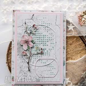 kobieca kartka z kwiatem jabłoni, dzień mamy, urodziny, imieniny