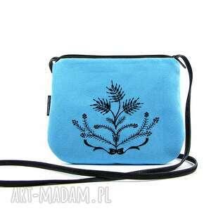 mała wyszywana torebka damska niebieska z czarnym haftem, torebka