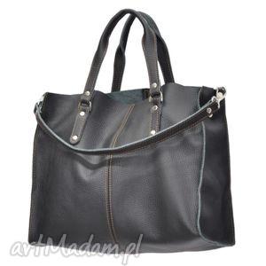 30-0015 Czarna torebka skórzana z paskiem i kontrastowymi przeszyciami ROOK, modne