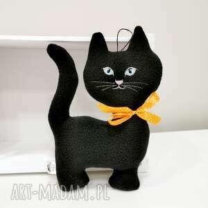 maskotki czarny kot z polaru, na szczęście, maskotka dla dziecka, czarna