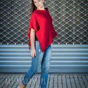 ponczo basic z dzianiny w kolorze czerwonym, narzutka oversize, casualowy styl
