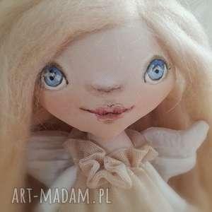 ANIOŁEK dekoracja ścienna - figurka tekstylna ręcznie szyta i malowana, anioł, wełna