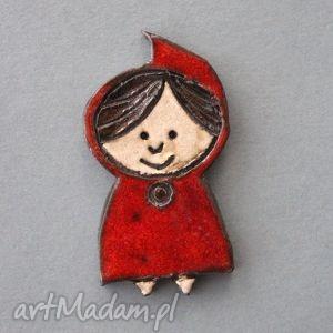 kapturek-broszka ceramiczna, bajka, nietypowa, dziewczynka, prezent, urodziny, ozdoba
