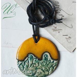 Wisior z zielonym deseniem wisiorki wylegarnia pomyslow