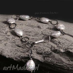 bransoletki perły w srebrze, srebro, oksydowane, metaloplastyka, perły, kute, prezent