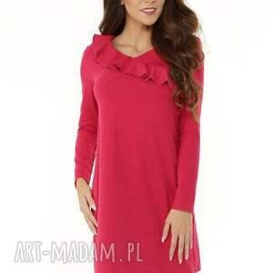 Sukienka z falbanką przy dekolcie malinowa, elegancka-sukienka, modna-sukienka