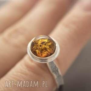 pierścionek srebrny z bursztynem, rozmiar 22 eu, awangardowy