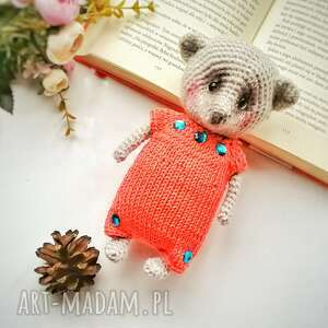 d art misio zabawka dla dziecka szydełkowa w ubranku, bawelniany swieterek, mala