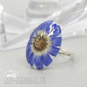 mela art 0448/ pierścionek - kwiat w żywicy, pierścionek, regulowany
