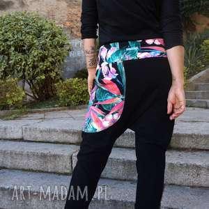 ręcznie wykonane spodnie baggy - tropikalne kwiaty
