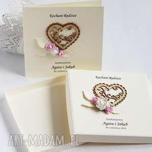Zaproszenia z sercem w pudełku, zaproszenie, ślubne, kwiaty, kokarda, serce,