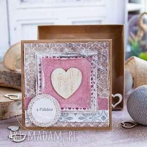 Śliczna kartka z sercem, mówiąca o miłości personalizowana treść