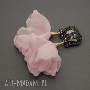 klipsy sutasz z kwiatkiem, sznurek, pudrowy róż, długie, eleganckie