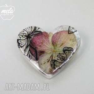 0359 mela broszka z żywicy serce, kwiat hortensji broszki art