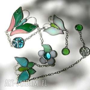 różowo-zielonkawa zawieszka motylowo witrażowa, motyl, okno, zawieszka, witraż