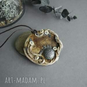 ręcznie wykonane wisiorki wisior medalion ze stylowym guzikiem