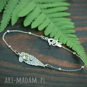 srebrna bransoletka listek z perydotem, zielonym oczkiem