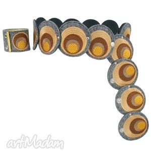 pas i bransoleta z elementów haftowanych w odcieniach toffi - komplet, pasek, haft