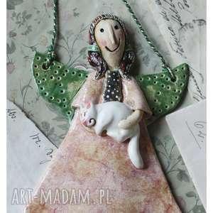 Aniołek z białym kotkiem, ceramika, anioł, kot