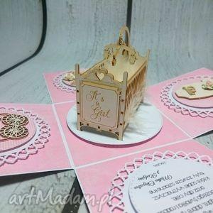 handmade scrapbooking kartki esplodujące pudełeczko z kołyską.