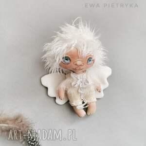 ręcznie robione dekoracje aniołek wróbelek - zawieszka figurka tekstylna szyta