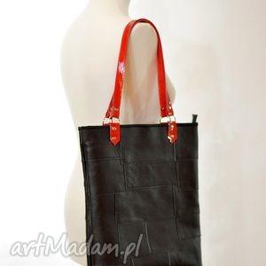 na ramię torebka - skórzana czarna z czerwonymi rączkami, skóra