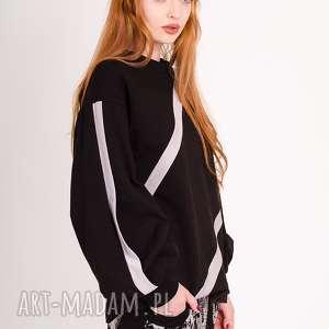 ciepła bluza z plisami, bluza, plisy, wstawki, design, minimalizm, sportowa