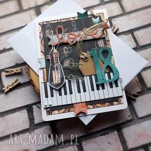oryginalny prezent, cynamonowe kartki 18 urodziny wzór, urodziny, osiemnastka