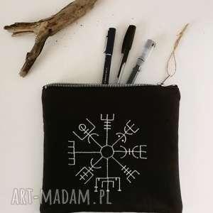 zamszowa kosmetyczka kompas wikingów, kosmetyczka, kompas, wiking, piórnik