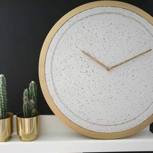 zegary zegar betonowy mini groove biały drewniana rama złota 40cm nowoczesny