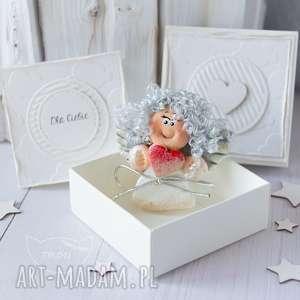 ręcznie robione scrapbooking kartki aniołek stróż z kartką w mini pudełeczku. Przeurocza