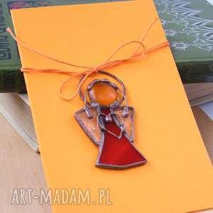 kartka na życzenia z czerwonym aniołkiem, życzenia, aniołek, dekoracja witrażowa