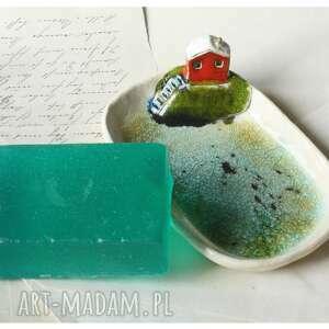 mydelniczka z domkiem na skarpie, ceramika, mydelniczka, mydło, łazienka, domek
