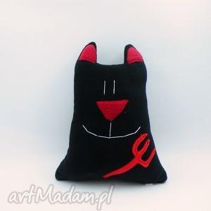 ręcznie zrobione zabawki poduszka kot diabełek