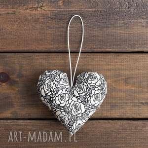 serce białe w czarne kwiaty / walentynki, ślub, serce, upominek, kwiaty, prezent