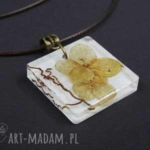 0093 mela wisiorek z żywicy petal white kwiaty, wisiorek, naszyjnik, żywica, epoksyd