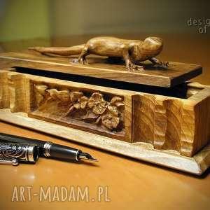 drewniana szkatułka z gekonem, szkatułka, piórnik, drewna, drewniany, piurnik