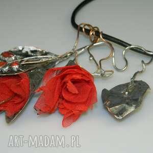czerwone kwiaty-n76, naszyjnik, metaloplastyka, unikatowa biżuteria, wisior