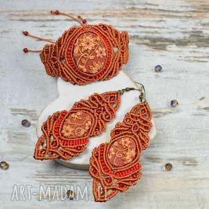 elegancki komplet biżuterii w odcieniach rudości i czerwieni