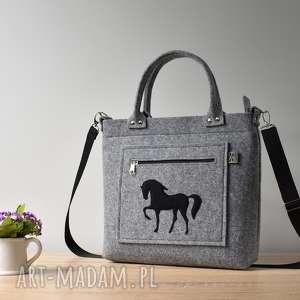 Szara filcowa torebka z koniem, koń, elegancka, pojemna, filc, szara,