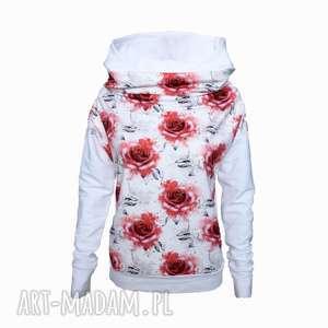 Biała bluza w róże z kapturem, bluza-z-kapturem, bluza-w-róże, bluza-z-komino-kaptu