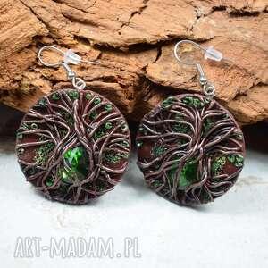 wiszące kolczyki koła z motywem drzewa zielonym kryształem