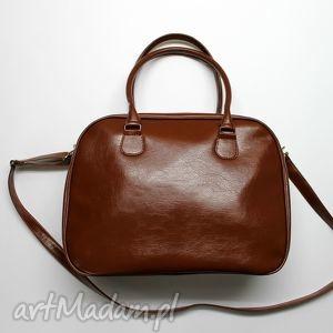 Kuferek weekend - brązowy z połyskiem na ramię torebki niezwykle