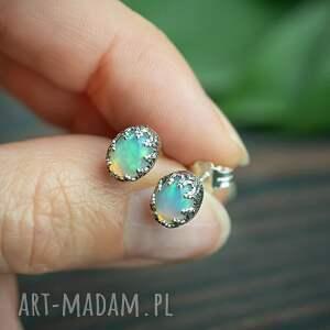 srebrne sztyfty z opalem w koronce, kolczyki opalem