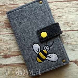 Prezent Filcowe etui na telefon - pszczółka, etui, smartfon, haft, pszczoła, prezent