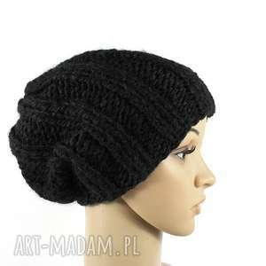 Grubaśna czapka czarna robiona na drutach czapki rekaproduction